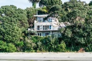 The Beach House - Oneroa Beach, Nyaralók  Oneroa - big - 35