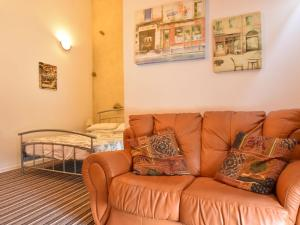 Quaint Holiday Home in Dun-les-Places with Large Garden