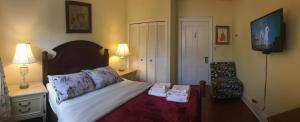 Queen Room with Shared Bathroom Toronto Garden Inn Bed & Breakfast