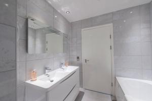 The Deluxe West End Apartment, Apartments  Edinburgh - big - 42