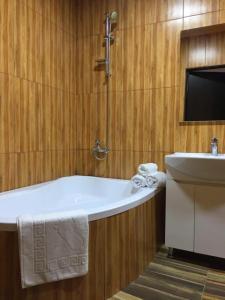 Otel Kavkazioni Twins, Hotely  Lagodechi - big - 4