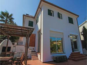 Four-Bedroom Holiday Home in St. Cebria de Vallalta, Prázdninové domy  San Cipriano de Vallalta - big - 2