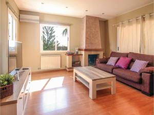 Four-Bedroom Holiday Home in St. Cebria de Vallalta, Prázdninové domy  San Cipriano de Vallalta - big - 10