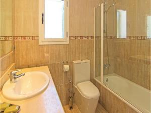 Four-Bedroom Holiday Home in St. Cebria de Vallalta, Prázdninové domy  San Cipriano de Vallalta - big - 25