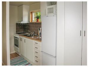 One-Bedroom Holiday Home in Hallarod, Prázdninové domy  Hallaröd - big - 9