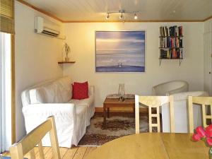 Three-Bedroom Holiday Home in Svangsta, Dovolenkové domy  Svängsta - big - 4