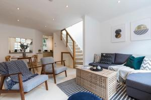 Beautiful 3 Bed Mews House 2 Mins From High St Ken - London