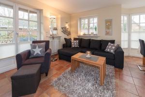 Landhaus Normannenweg App 1, Appartamenti  Wenningstedt - big - 10
