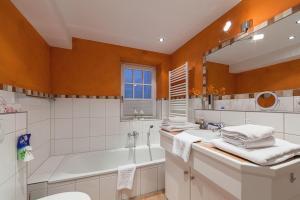 Landhaus Normannenweg App 1, Appartamenti  Wenningstedt - big - 18