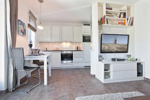 Landhaus Berthin Bleeg Buhne 4, Appartamenti  Wenningstedt - big - 5
