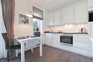 Landhaus Berthin Bleeg Buhne 4, Appartamenti  Wenningstedt - big - 7