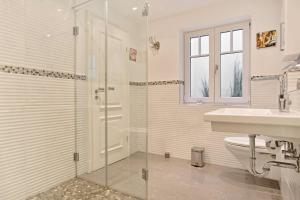 Landhaus Berthin Bleeg Buhne 4, Appartamenti  Wenningstedt - big - 16