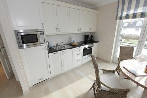 Landhaus Berthin Bleeg Strandleben, Appartamenti  Wenningstedt - big - 8