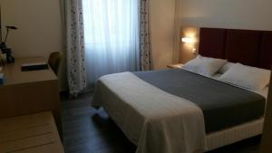 Hôtel de La Cloche, Hotel  Dole - big - 32
