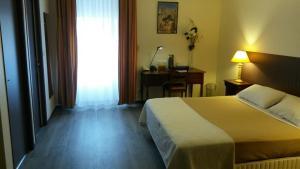 Hôtel de La Cloche, Hotel  Dole - big - 33