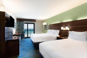 Holiday Inn Express & Suites Oceanfront Daytona Beach Shores, Hotels  Daytona Beach - big - 6