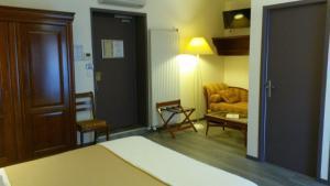 Hôtel de La Cloche, Hotel  Dole - big - 34
