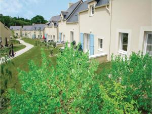Three Bedroom Holiday Home in Le Tronchet