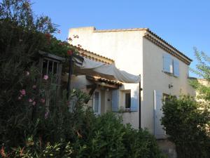 Accommodation in La Fare-les-Oliviers