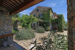 Country stone house in Istria Jasmine