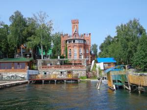 Apartments Castle on Uvildy Lake - Nizhniye Kialimskiye
