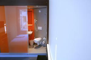 easyHotel Zürich, Hotely  Curych - big - 37