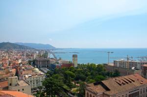 Domina Fluctuum - Penthouse in Salerno Amalfi Coast, Apartmány  Salerno - big - 5