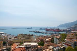 Domina Fluctuum - Penthouse in Salerno Amalfi Coast, Apartmány  Salerno - big - 12