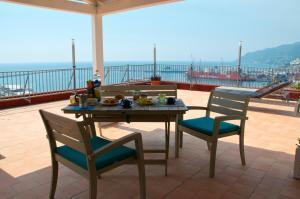 Domina Fluctuum - Penthouse in Salerno Amalfi Coast, Apartmány  Salerno - big - 15