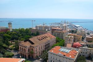 Domina Fluctuum - Penthouse in Salerno Amalfi Coast, Appartamenti  Salerno - big - 72