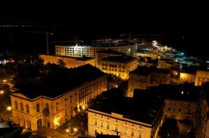Domina Fluctuum - Penthouse in Salerno Amalfi Coast, Apartmány  Salerno - big - 26