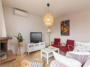 Four-Bedroom Holiday home with Sea View in Porec, Nyaralók  Poreč - big - 32