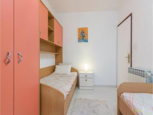 Four-Bedroom Holiday home with Sea View in Porec, Nyaralók  Poreč - big - 42