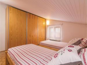 Four-Bedroom Holiday home with Sea View in Porec, Nyaralók  Poreč - big - 44