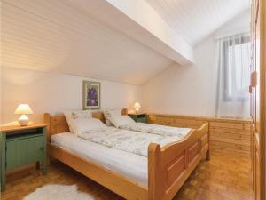 Four-Bedroom Holiday home with Sea View in Porec, Nyaralók  Poreč - big - 45