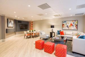 Oakwood Crystal City - Apartment - Arlington
