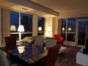 Kashaneh at Harrison Garden, Appartamenti - Toronto