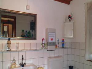 Two-Bedroom Holiday home Breidenstein with a Fireplace 04, Prázdninové domy  Breidenstein - big - 10