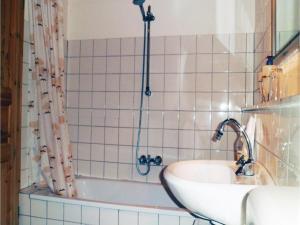 Two-Bedroom Holiday home Breidenstein with a Fireplace 04, Prázdninové domy  Breidenstein - big - 11