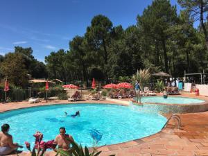 Location gîte, chambres d'hotes Camping la Simioune en Provence dans le département Vaucluse 84
