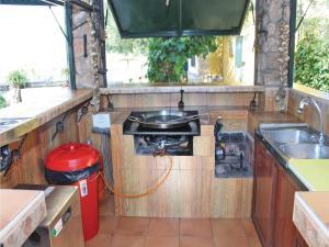 Five-Bedroom Holiday Home in Hornachuelos, Nyaralók  Hornachuelos - big - 15