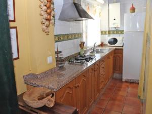 Five-Bedroom Holiday Home in Hornachuelos, Nyaralók  Hornachuelos - big - 17