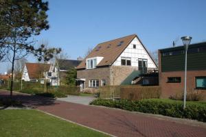obrázek - Domburg Spacious Family Home