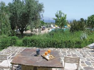Five-Bedroom Holiday home with Sea View in Melissi Korinthos, Ferienhäuser  Melission - big - 23