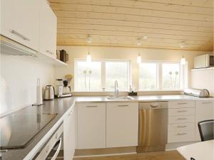 Holiday home Åbrinken Aakirkeby IV, Dovolenkové domy  Vester Sømarken - big - 15