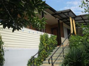 Гостевой дом Дом-коттедж на Дружбы, Лоо