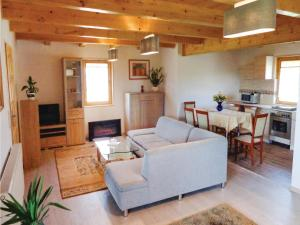 Three-Bedroom Holiday Home in Gaski