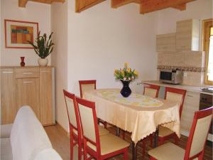 Three-Bedroom Holiday Home in Gaski, Case vacanze  Gąski - big - 21