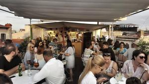 Pura Vida Sky Bar & Hostel, Hostelek  Bukarest - big - 18