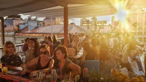 Pura Vida Sky Bar & Hostel, Ostelli  Bucarest - big - 34